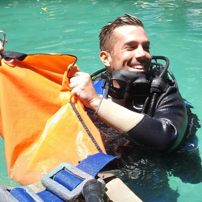 Divemaster, 1er niveau de plongée professionnelle